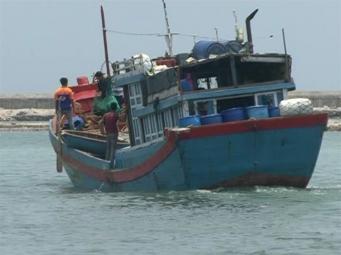 Tìm kiếm ngư dân mất tích trên biển