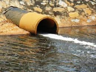 Phạt tới 500 triệu đồng hành vi xả khí thải độc vào nguồn nước