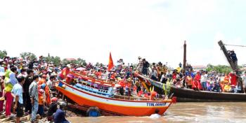 Trà Vinh: Tưng bừng lễ hội cúng biển Mỹ Long năm 2019