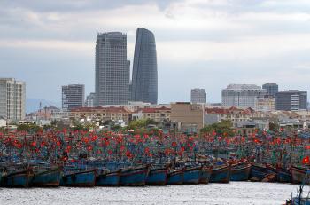 Âu thuyền Thọ Quang ken dày tàu thuyền neo bến ăn Tết