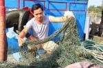 """Bùn """"lạ"""" làm hại ngư dân: Quảng Trị khẩn trương điều tra"""
