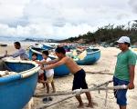 Di dời thuyền thúng đánh cá ra khỏi khu vực bãi tắm Thủy Tiên và Long Cung (phường 10, TP. Vũng Tàu): Ngư dân chưa chịu di dời