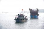 Lai dắt tàu câu mực cùng 48 thuyền viên vào bờ an toàn