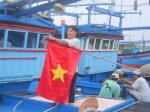 Ngư dân trẻ kiên cường bám biển
