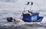 Đánh đu mạng sống trên những con tàu cũ nát ra biển khơi
