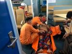 Cứu hai thuyền viên bị thương nặng trên biển Bạch Long Vỹ
