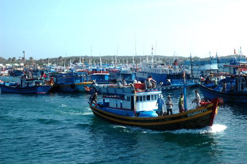Xây dựng hệ thống quan trắc, giám sát và cảnh báo ô nhiễm môi trường biển