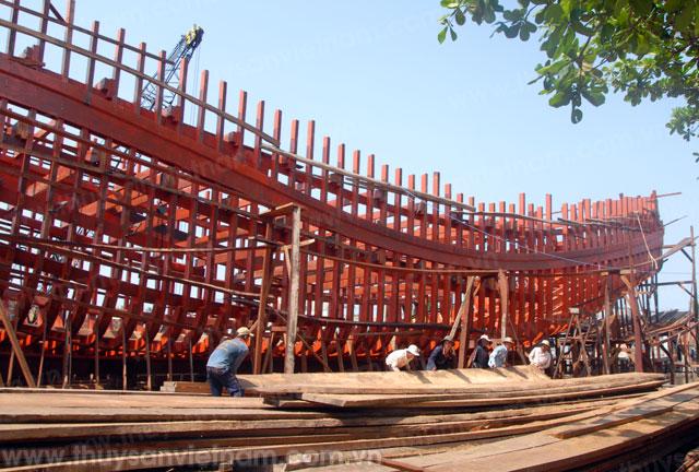 Thị xã Hoàng Mai có 32 dự án được đăng ký đóng mới tàu gồm 28 tàu vỏ gỗ và 4 tàu vỏ thép, trong đó 19 tàu đã hạ thủy.