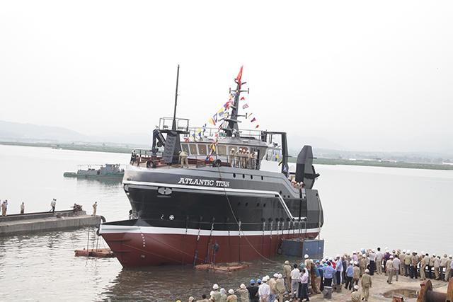 Hạ thủy tàu cá mang tên Atlantic Titan
