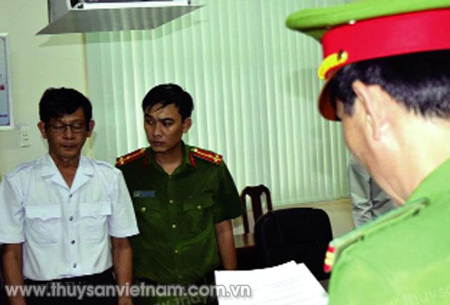 Đọc lệnh bắt tạm giam ông Trần Hồng Nguyên