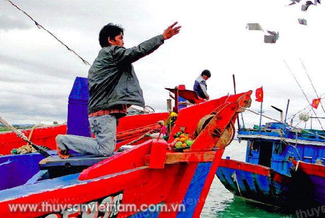Tàu ngư dân Sa Huỳnh mở biển đón xuân mới   Ảnh: LVC