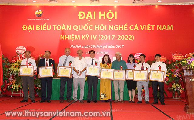 Hội Nghề cá Việt Nam tặng Bằng khen cho các cá nhân tập thể xuất sắc