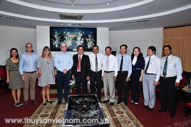 Đại sứ đặc mệnh toàn quyền Australia tại Việt Nam cùng các thành viên trong đoàn đã đến chào xã giao lãnh đạo UBND tỉnh Bạc Liêu