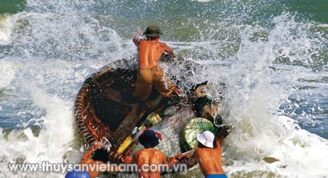 Chiếc thuyền thúng - trí khôn biển Việt, nơi mỗi ngày vẫn đang lưu giữ những kí ức miền biển Việt   Ảnh: CTV