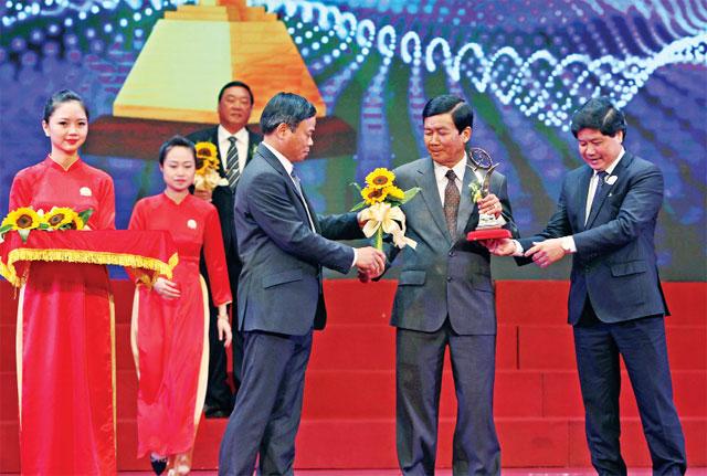 tôm giống dương hùng nhận giải thưởng chất lượng quốc gia