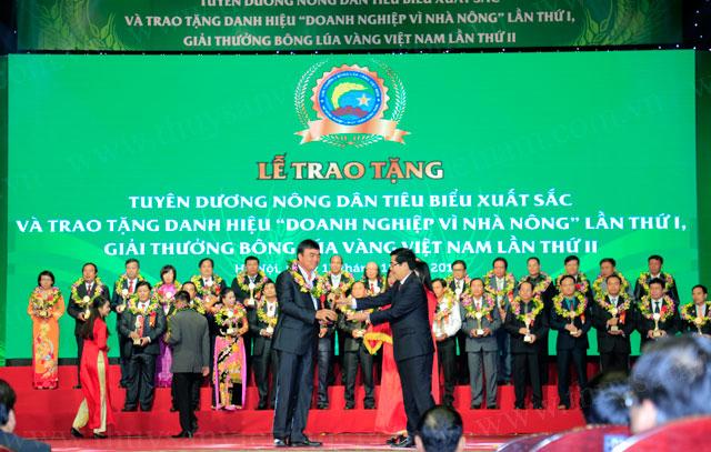 đắc lộc nhận giải thưởng bông lúa vàng việt nam 2015
