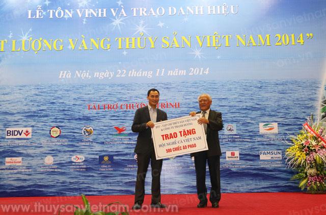 Ông Dương Xuân Hùng tại Danh hiệu Chất lượng vàng Thủy sản Việt Nam năm 2014