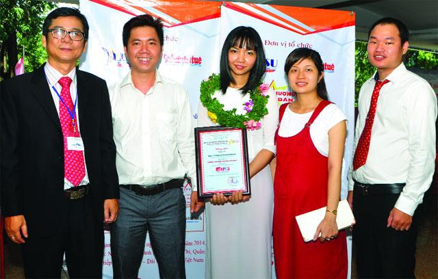 Công ty Thiên Khôn Phú nhận giải Top 100 Thương hiệu dẫn đầu Việt Nam năm 2014